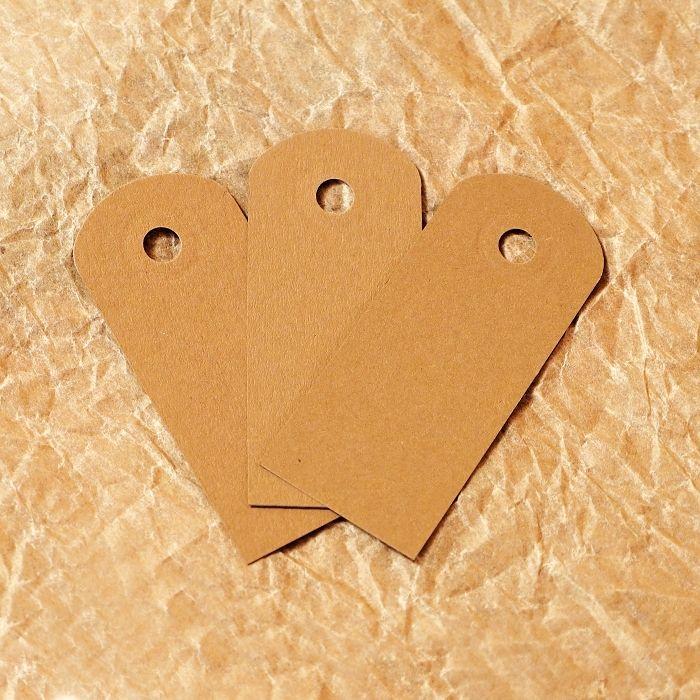 hnědé papírové visačky menší