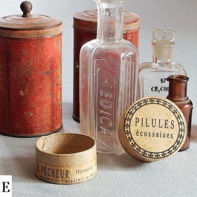 krabičky z vintage lékárny