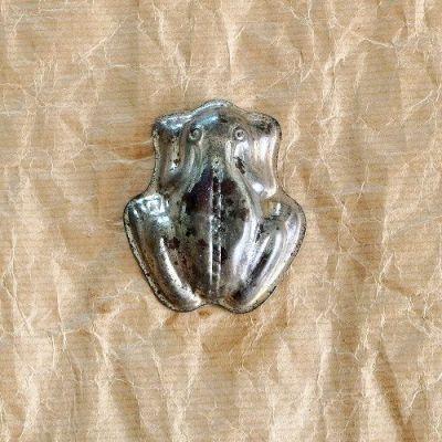 starodávná formička žába