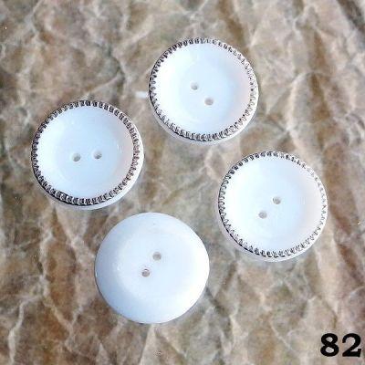 vintage bílé knoflíky