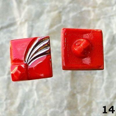 staré červené knoflíky