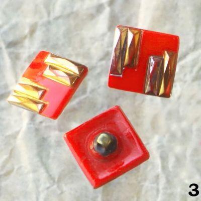 starožitné červené knoflíky