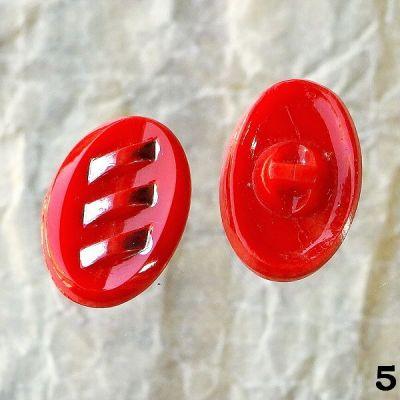 červené vintage knoflíky oválné