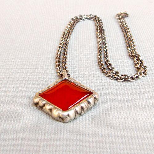 cínovaný náhrdelník červený