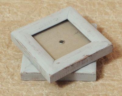 čtvercový rámeček s šedou patinou