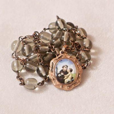 náhrdelník s oválným medailonem