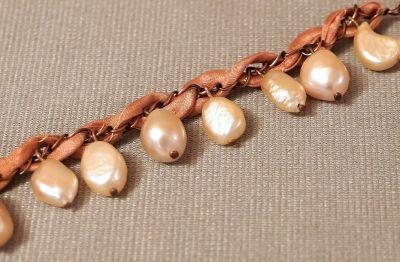náramek s perlami
