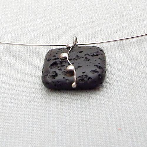 cínovaný náhrdelník z lávy