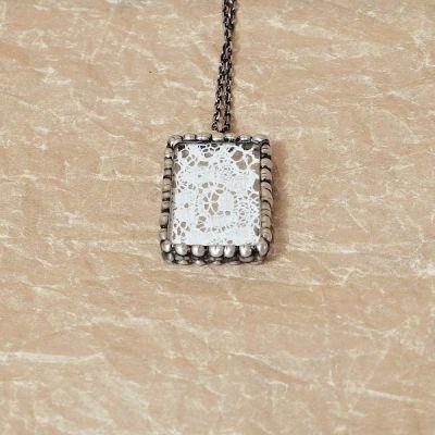 cínovaný náhrdelník vintage styl