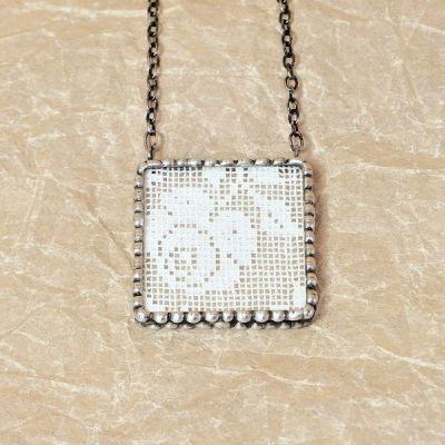 Netradiční cínovaný náhrdelník