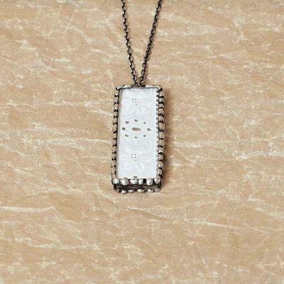 cínovaný náhrdelník starobylý styl