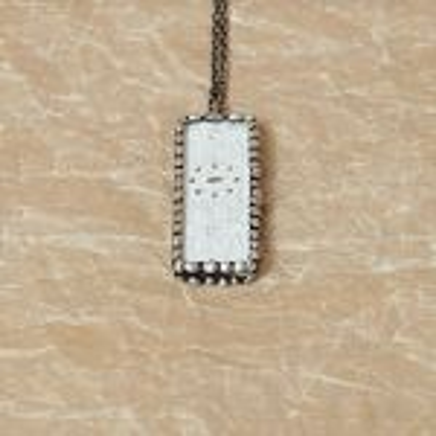 cínovaný náhrdelník s vintage krajkou