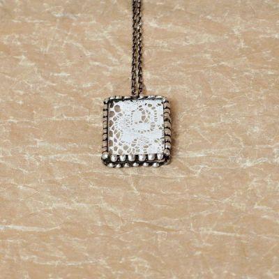 cínovaný náhrdelník starožitný styl