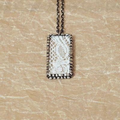 cínovaný náhrdelník ve vintage stylu